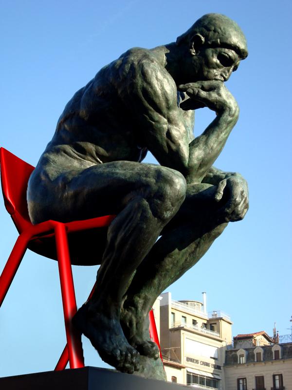 El pensador de Rodin no podia pensar si no era en una silla élite adulto.