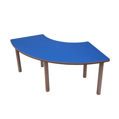 mesa de madera en angulo